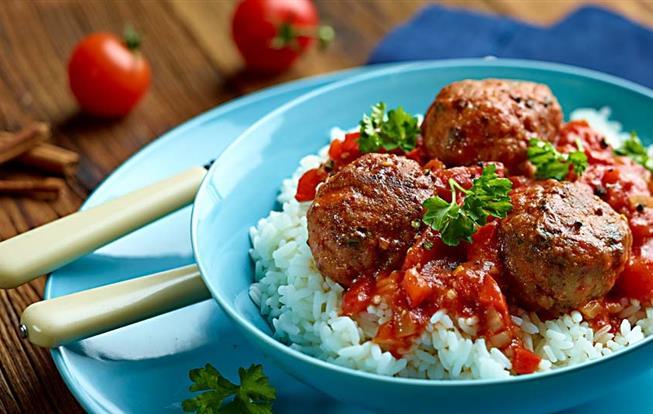 Mäsové guľôčky so škoricovo-paradajkovou omáčkou