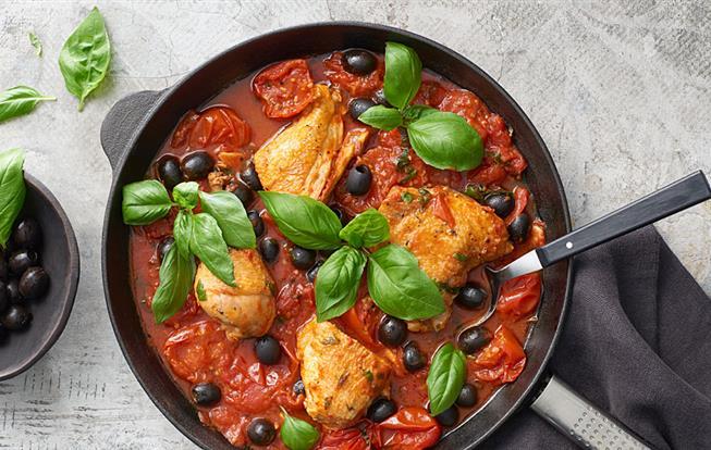 Kurča s olivami a paradajkami