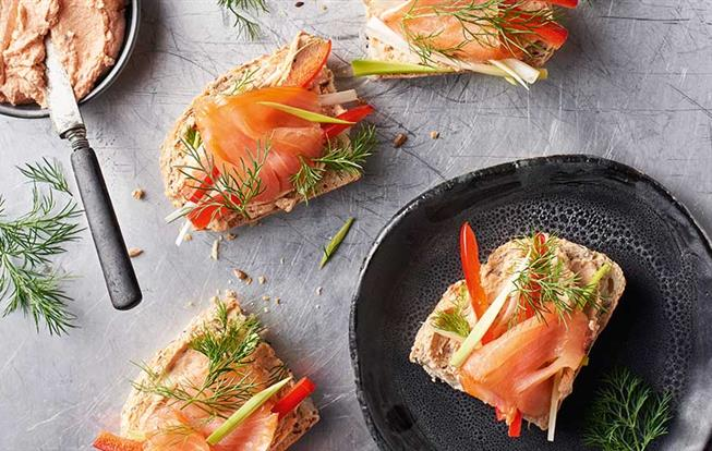 Nátierka s údeným lososom a sušenými paradajkami