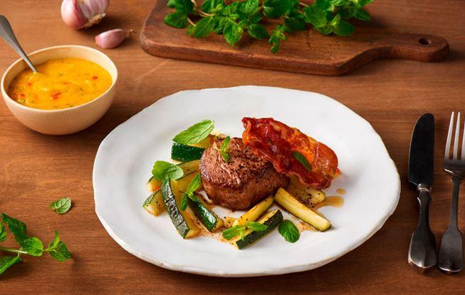 Steak z hovädzej sviečkovice s mangovým dipom
