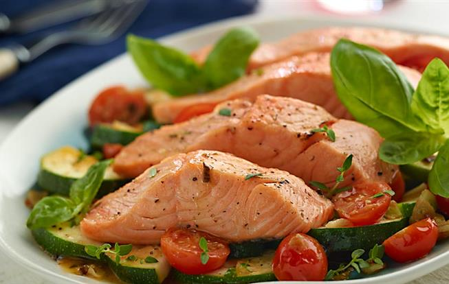Filety z lososa s cuketovým ragú