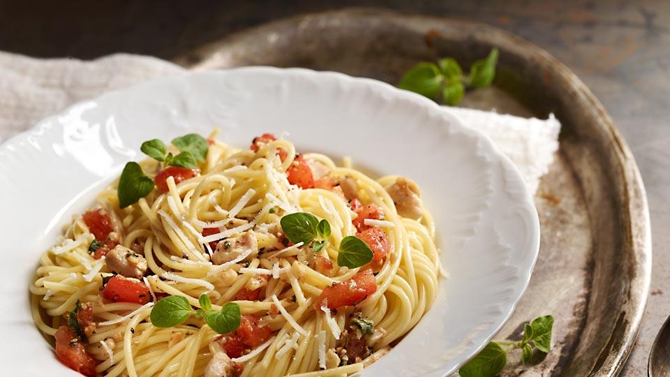 Špagety s kuracím mäsom a paradajkovou salsou