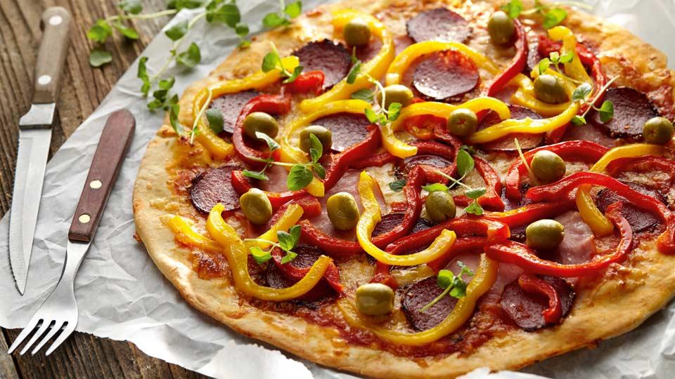 Pizza so šunkou a salámou