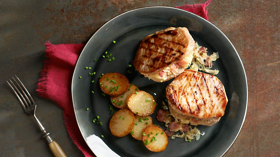 Bravčové kapsy plnené kyslou kapustou s opekanými zemiakmi