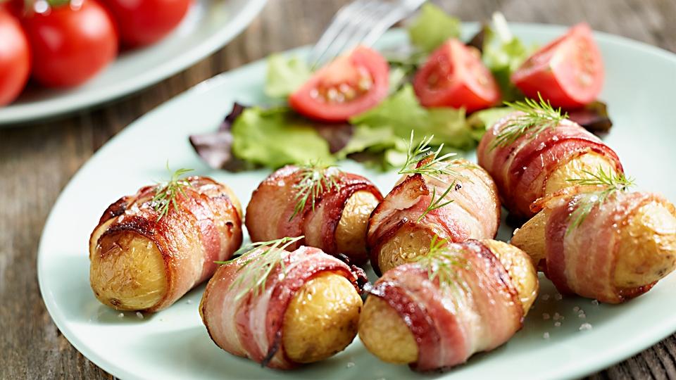 Mladé zemiaky v slaninkovom kabátiku