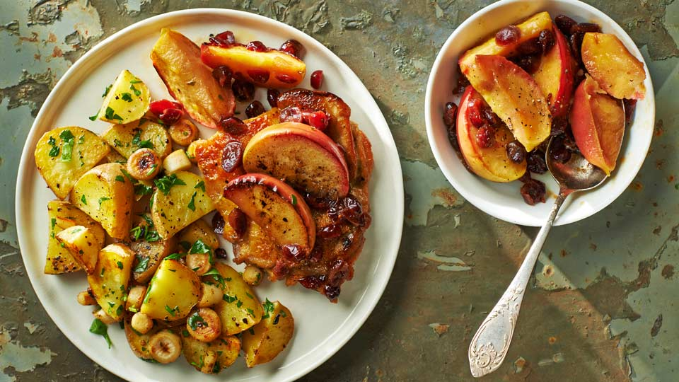 Kuracie štvrte s jablkami a brusnicovou omáčkou
