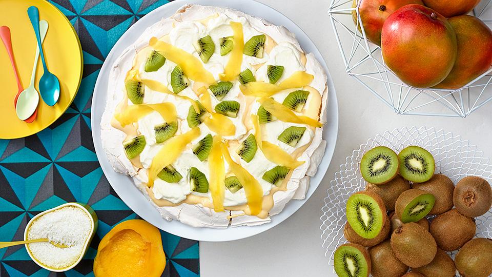 Pavlovovej torta s mangom a kivi