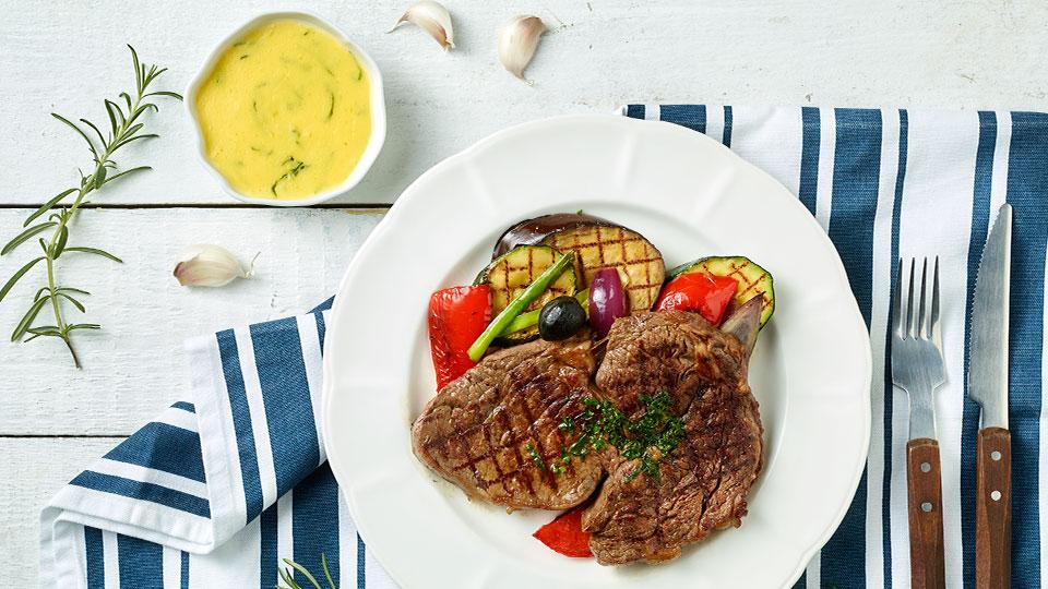 Rib Eye steak s grilovanou zeleninou a holandskou omáčkou
