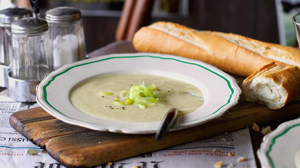 Vichyssoise (studená zemiakovo-pórová polievka)