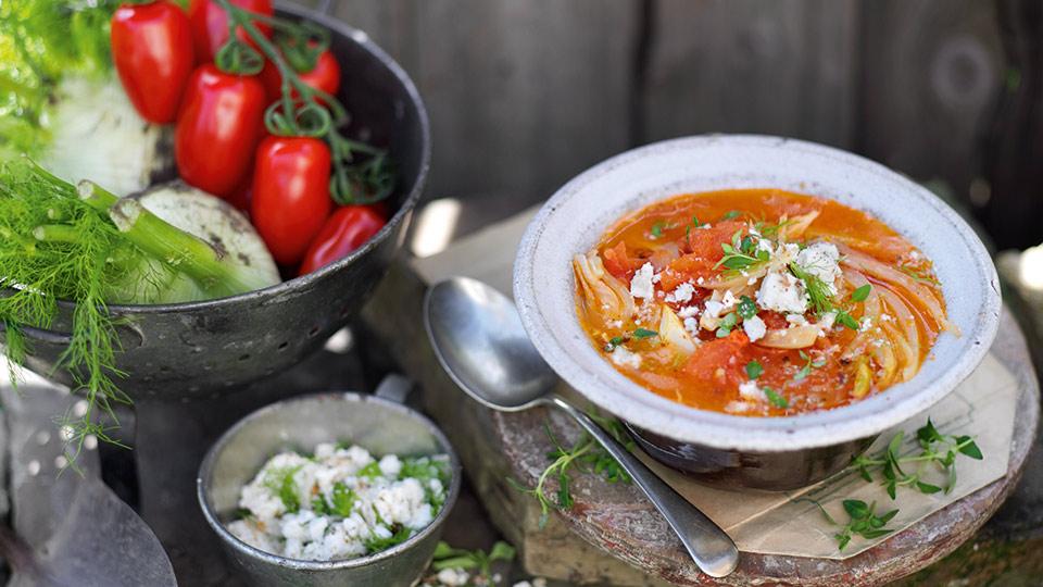 Paradajkovo-feniklová polievka s posýpkou