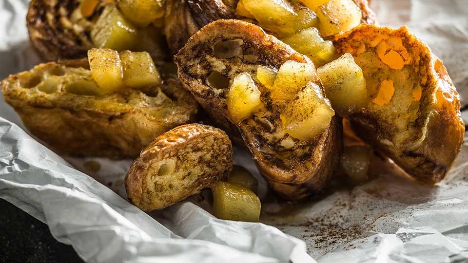 Francúzske toasty s karamelizovanými jablkami