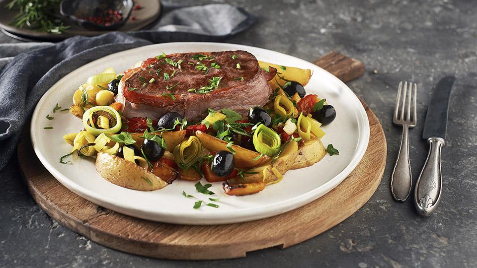 Hovädzí steak s opekanými zemiakmi