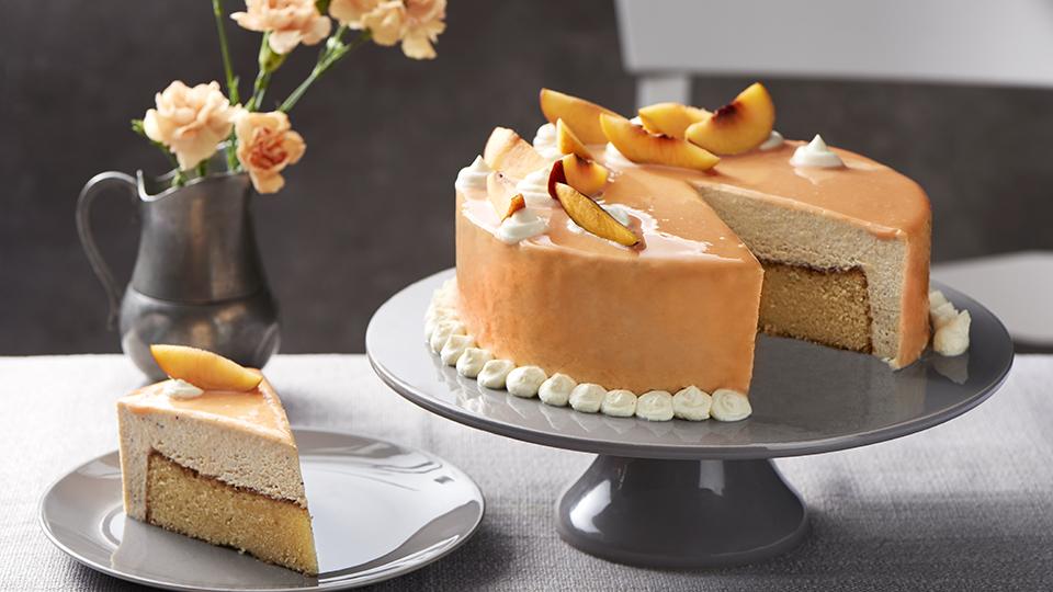 Nektárinková torta so zrkadlovou polevou