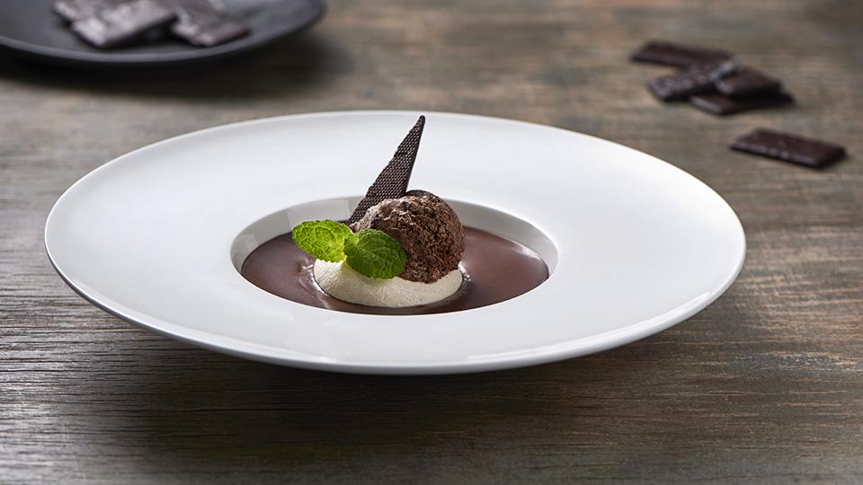 Domáca zmrzlina s pusinkami a čokoládovou polievkou
