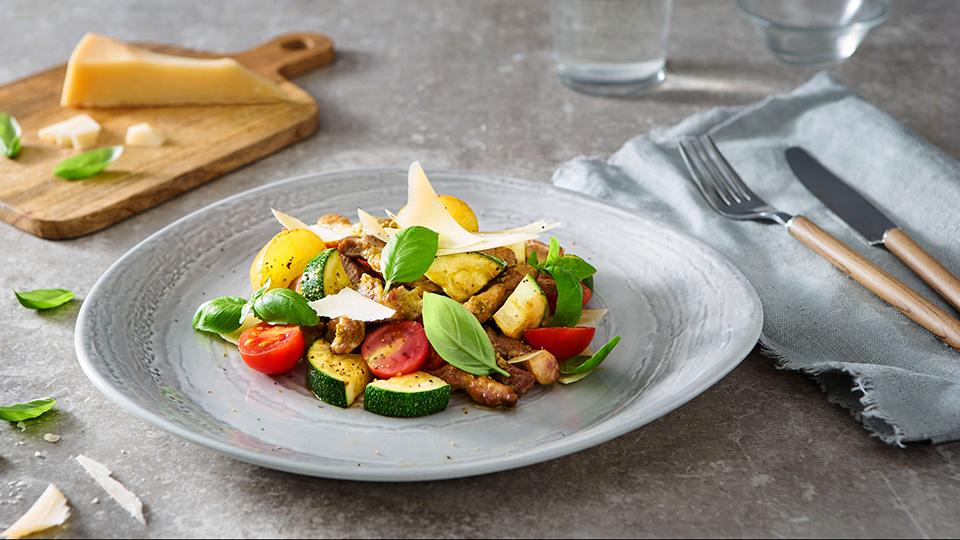 Krkovička so zemiakmi, cuketou a pestom