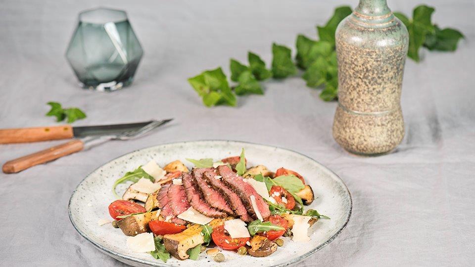 Hovädzí steak s kaparovou omáčkou a hlivou kotúčovou