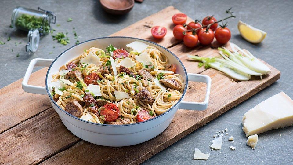 Špagety s paradajkami, feniklom a morčacím mäsom