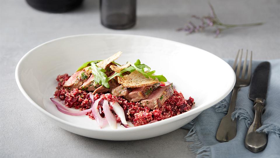 Roastbeef s quinoou a cviklou