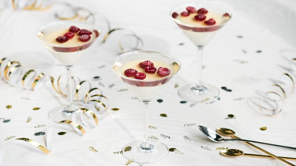 Panna cotta s malinami a šampanským želé