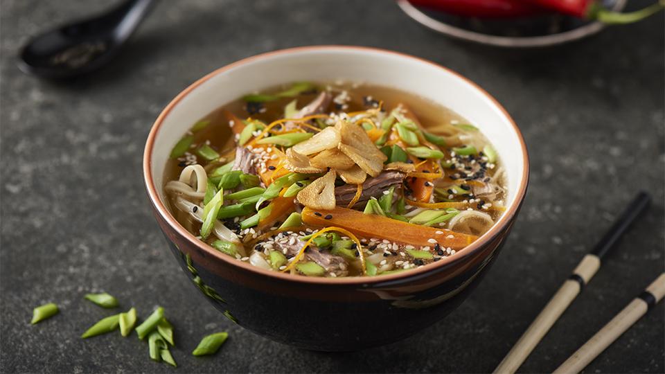 Ázijská kačacia polievka s rezancami a zázvorom