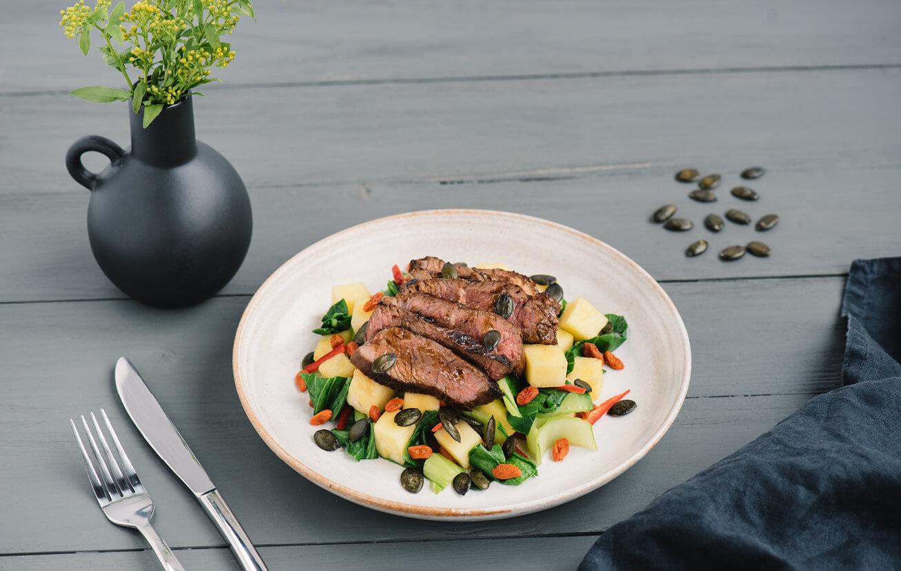 Steak v teriyaki marináde s pak-choi a ananásom