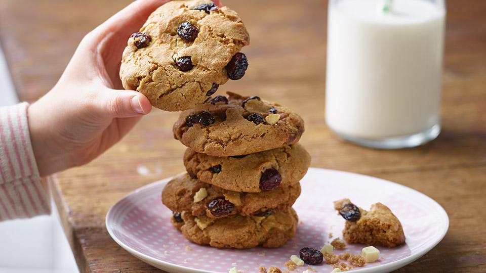 Cookies s brusnicami a bielou čokoládou