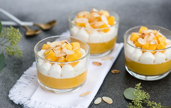 Mangový puding s kokosovým krémom