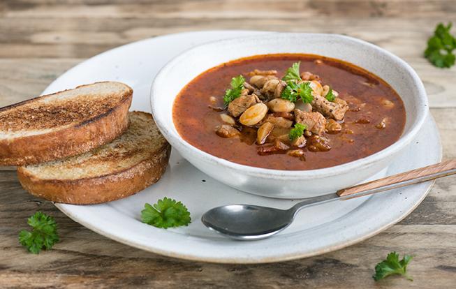 Fazuľová polievka s bravčovým mäsom