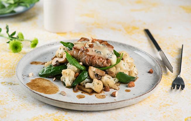 Bravčové steaky s gorgonzolou a mandľami