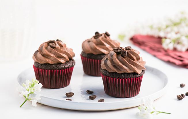 Cuketové muffiny s kávovým krémom