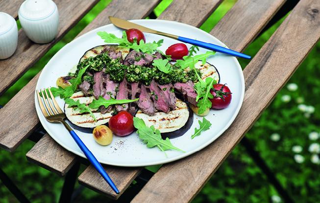 Grilovaný rump steak s bylinkovou salsou