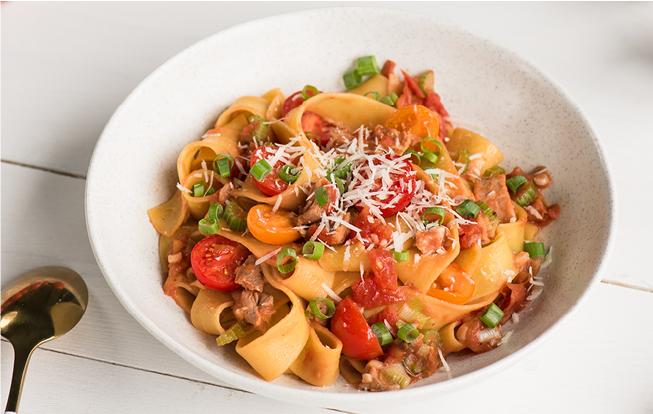 Pappardelle s kačacím mäsom, paradajkami a parmezánom