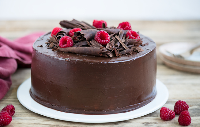 Čokoládová torta s ganache a malinami