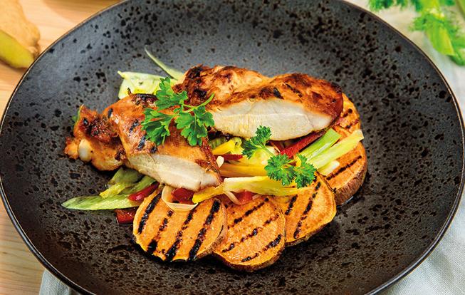 Grilované kura v pomarančovej marináde s feniklovým šalátom