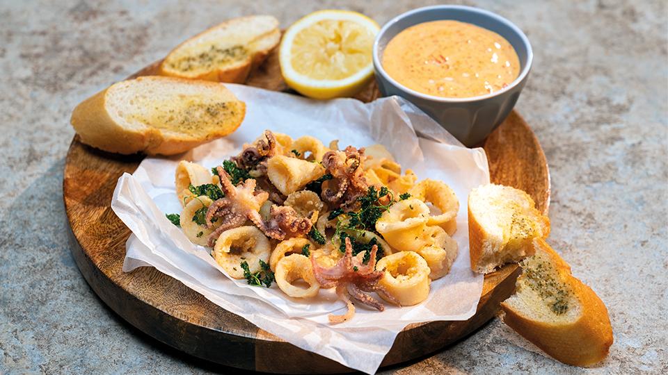 Vyprážané kalmáre s pikantnou majonézou