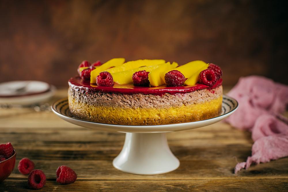 Malinový cheesecake s mangom a bielou čokoládou