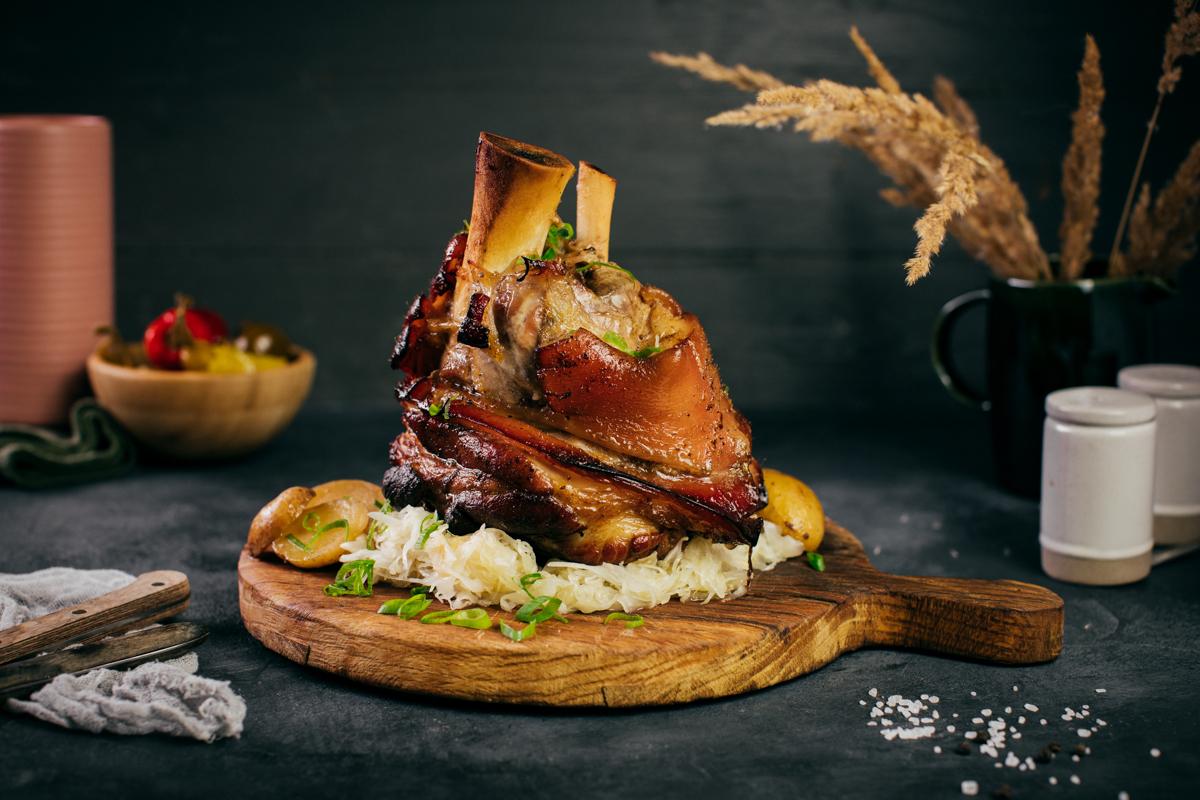 Pečené bavorské koleno s kyslou kapustou