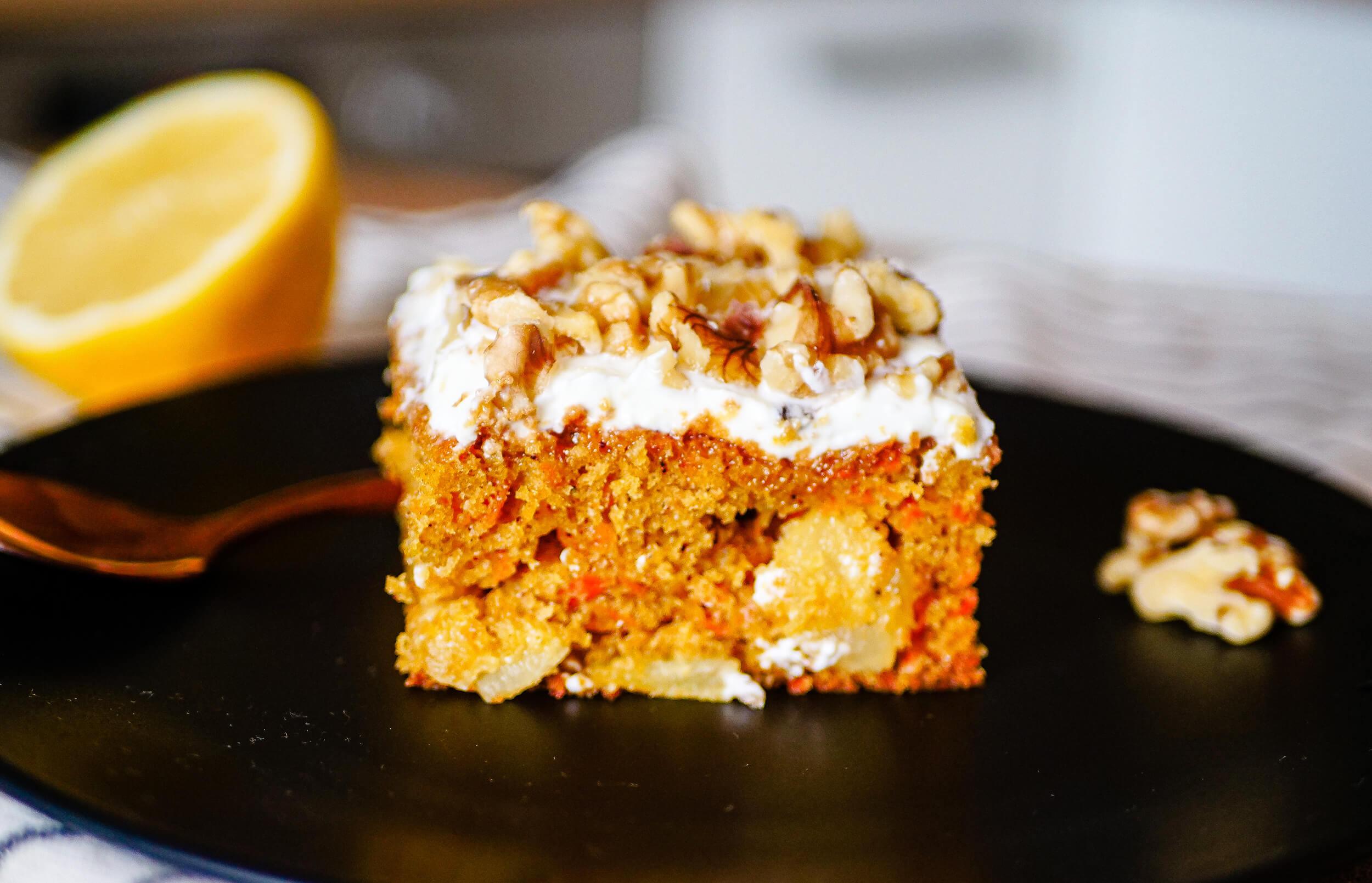 Mrkvovo-ananásový koláč