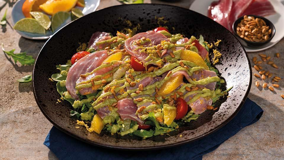 Marinovaný tuniak s avokádom a citrusovými plodmi