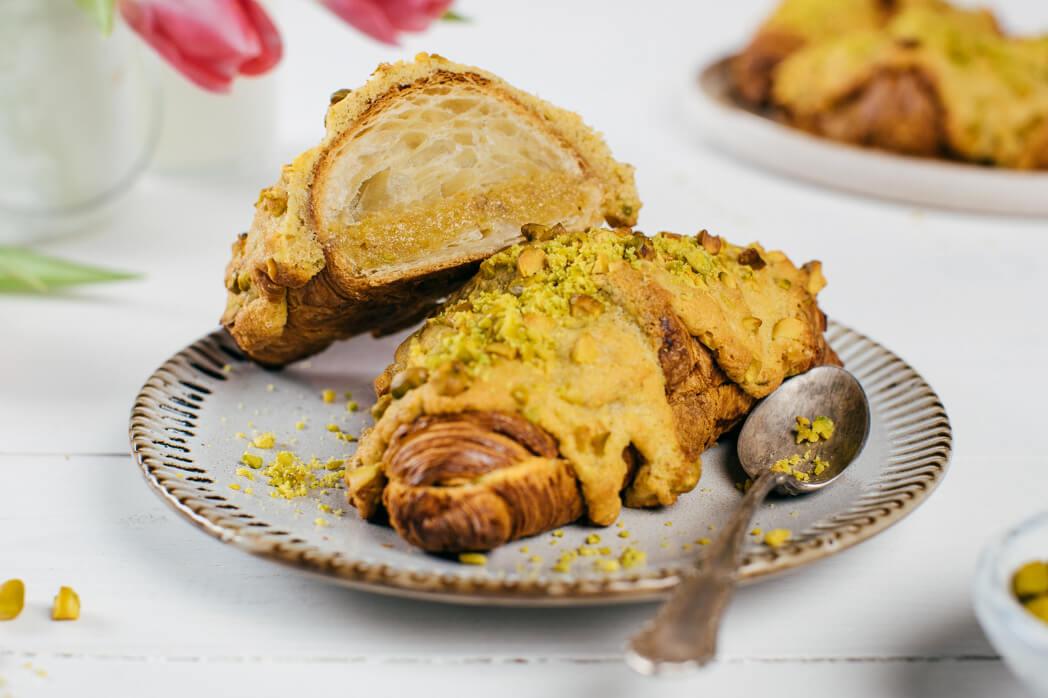 Croissant zapečený s pistáciovým krémom