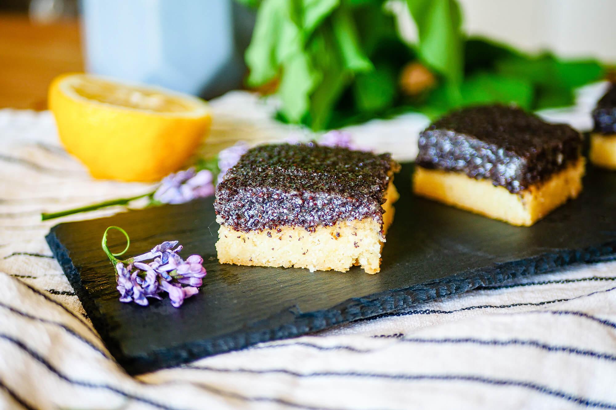 Krehký citrónovo-makový koláč