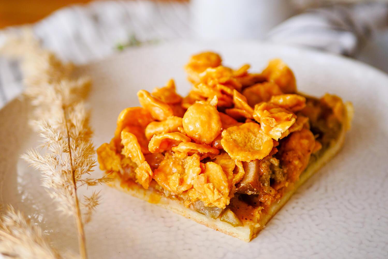 Hruškový koláč s karamelovými cornflakes